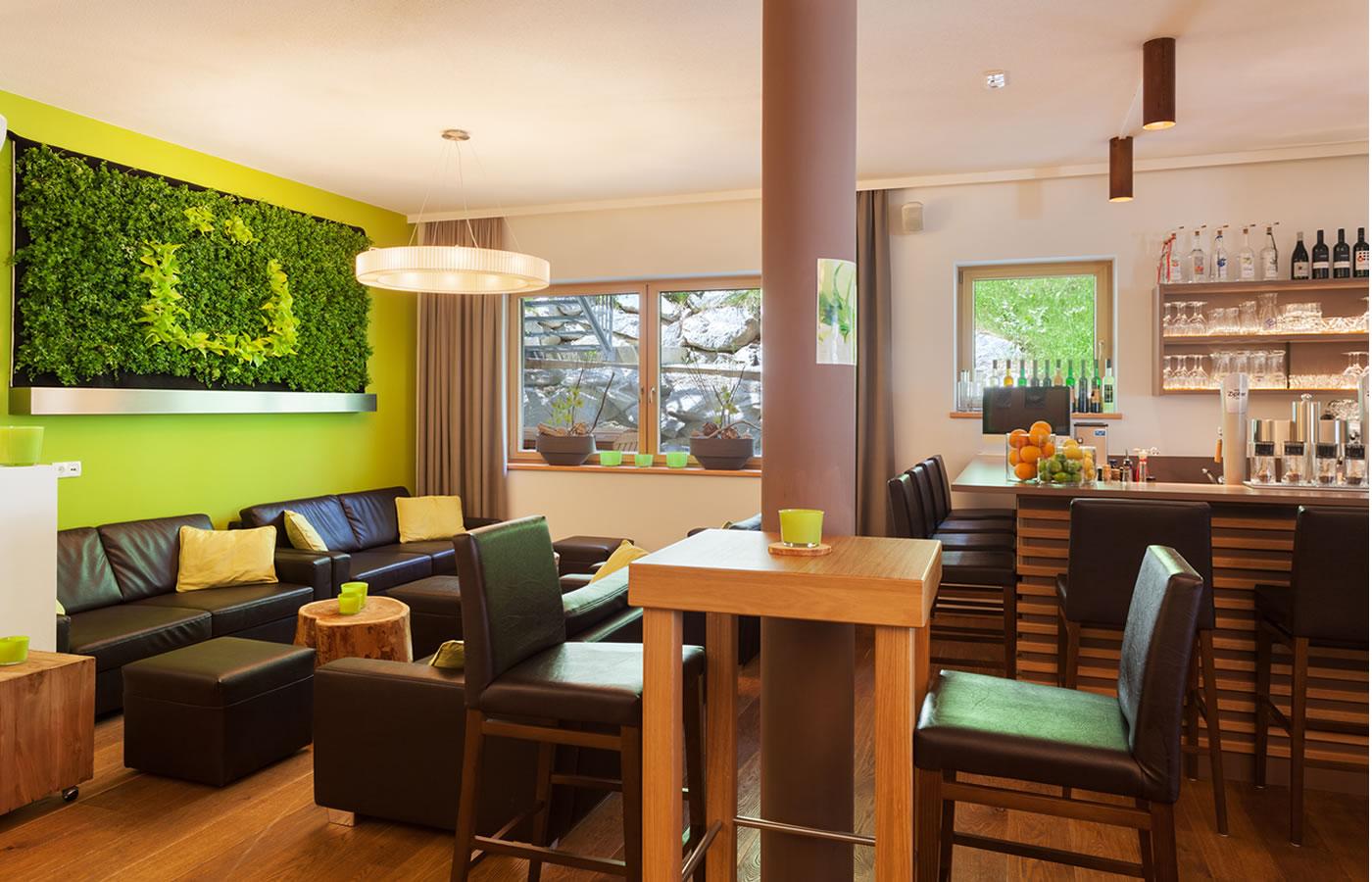 Hotelbar im Natürlich. 4 Sterne Hotel in Fiss.