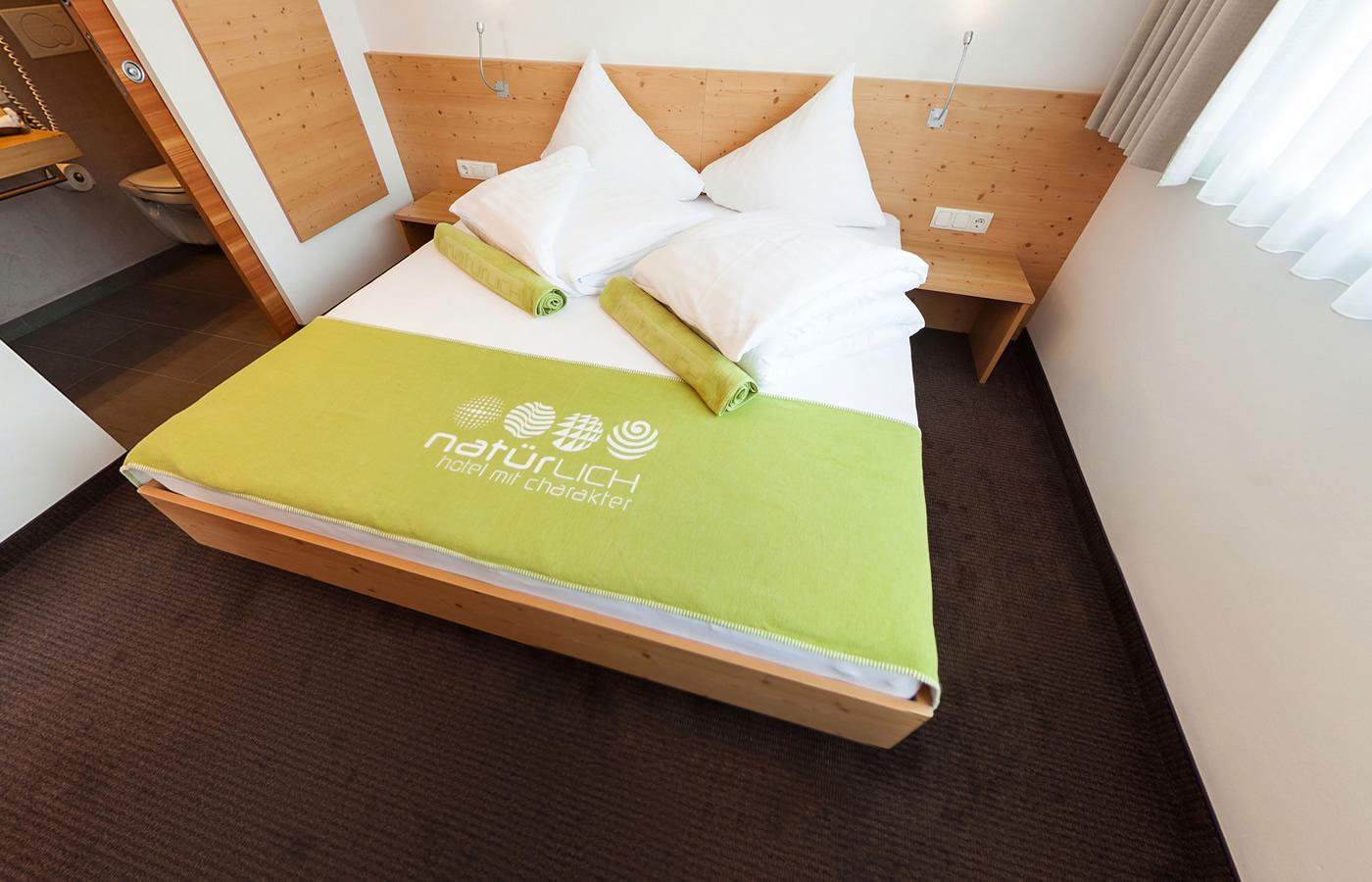 """Doppelzimmer """"Klein aber fein"""" im Natürlich. Hotel in Fiss, Tirol"""
