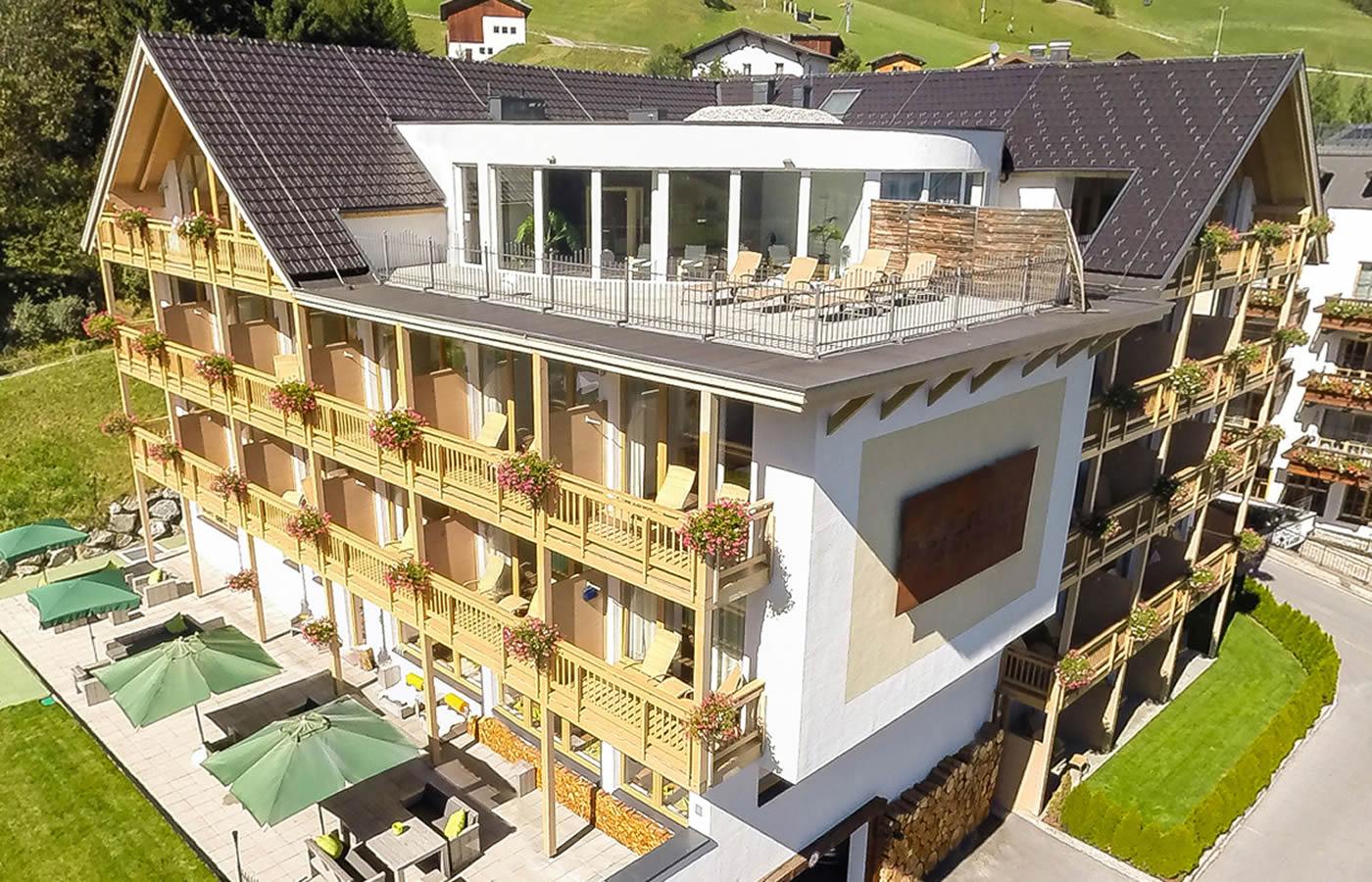 Hotel Natürlich in Fiss, Tirol - Luft-Außen-Süd-Ansicht